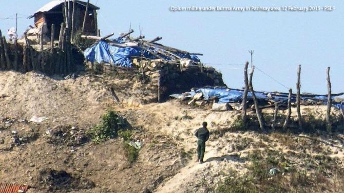 Opium-militia-under-Burma-Army-in-Pang-Say-area-12-Feb-2015-FBR-5